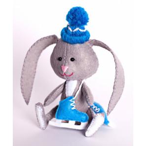 Зайчонок с коньками Набор для создания игрушки своими руками