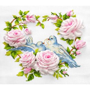 Любовь и голуби Набор для вышивания счетным крестом и лентами Многоцветница МЛН-09