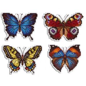 Яркие бабочки. Магниты Набор для вышивания на пластиковой канве МП Студия Р-485