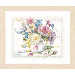 Flowers in white pot Набор для вышивания LanArte PN-0165375