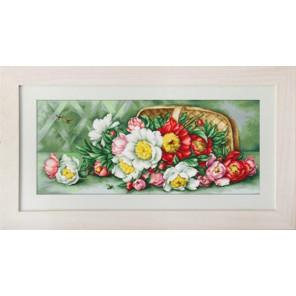 Цветы в корзине Набор для вышивания LUCA-S